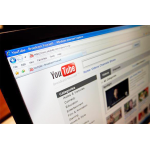 Видео просматривается только c youtube, с остальных случаях некорректно работает